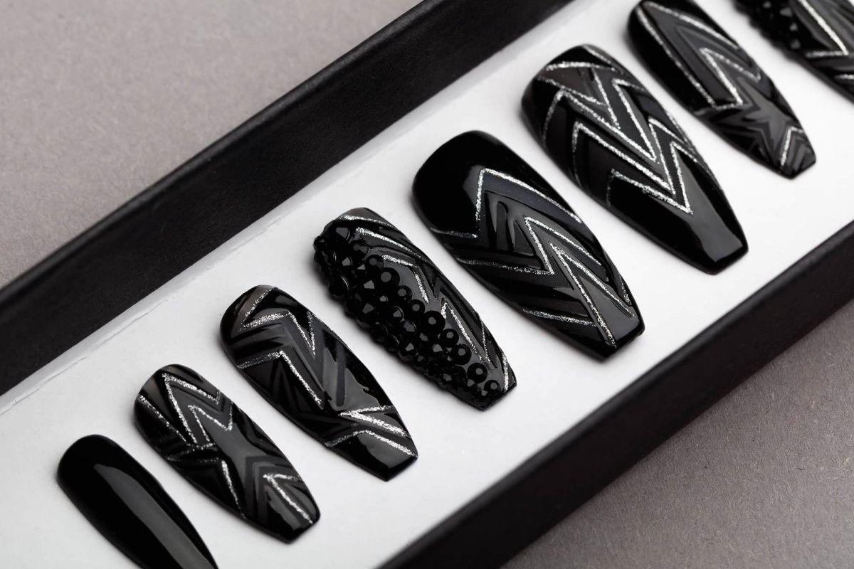 Rock & Roll Queen Press on Nails with Swarovski crystals   Black Nails   Handpainted Nail Art   Fake Nails   False Nails   Mattee Nails