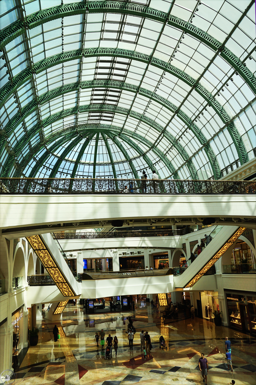 The Mall of Emirates, shopping in Dubai