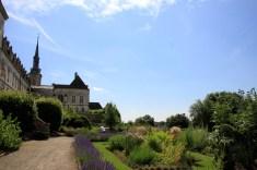 Chartreuse Neuville - jardin et clocher