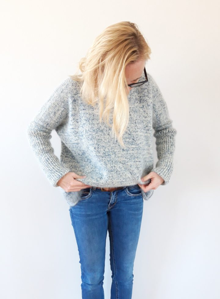 The Ocean Breeze Sweater – a warm oversized sweater with a little twist