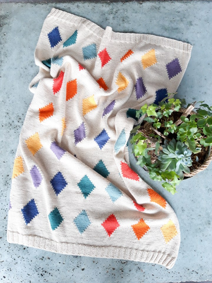 The Victoria baby blanket – it's all about rainbow colours!