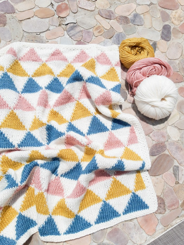 A baby blanket with Scandinavian flair : The Amala blanket