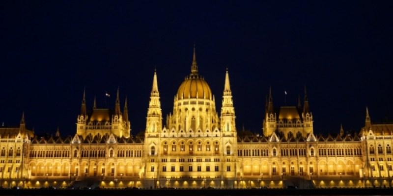 【2021匈牙利布達佩斯自由行全攻略】第一次自助必看!景點行程規劃/住宿/交通溫泉夜生活懶人包