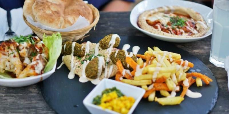 柏林美食|鷹嘴豆料理餐廳Kanaan,在花園沙灘上吃Falafel