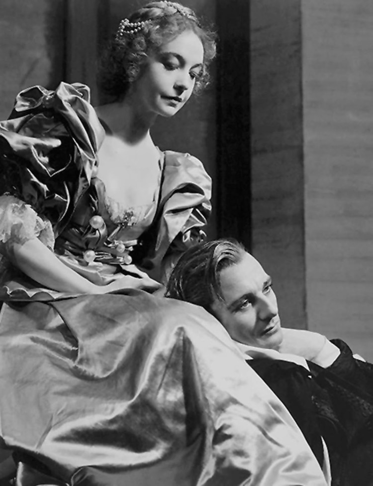 "Lillian Gish and Sir John Gielgud in ""Hamlet"""