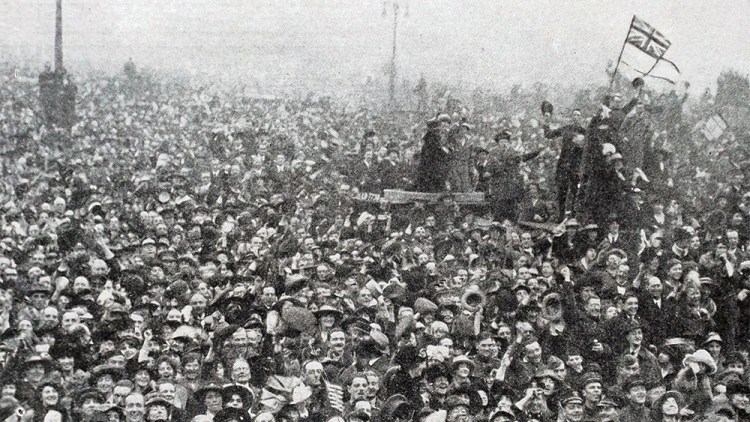 Armistice Day The first crowds gather at Buckingham palace in London for Armistice Day 11 November 1918