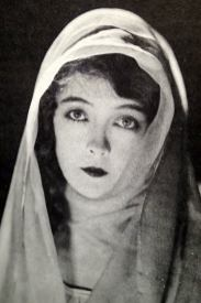 The Movies Mr. Griffith and Me (03 1969) - The White Sister 1923 — with Lillian Gish.