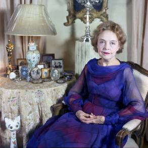 miss lillian gish in her new york apartment, photographed in 1972 by allan warren f