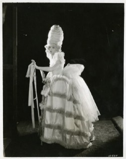 Lillian Gish wearing an extras costume in Orphans of the Storm