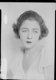 Nell Dorr (1893-1988); [Portrait of Dorothy Gish view 2]; nitrate negative; Amon Carter Museum of American Art; Fort Worth TX; P1990.47.3549