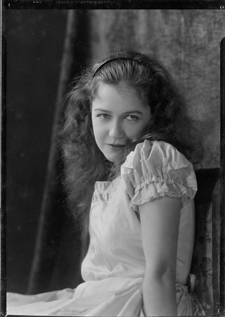 Dorothy Gish cca 1930 - by Nell Dorr 5