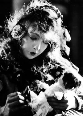 Lillian Gish - Lucy, the girl (Broken Blossoms)