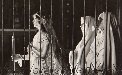 Lillian Gish in The White Sister (Angela Chiaromonte)