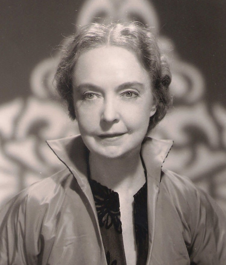 Lillian Gish - The LIFE Picture Collection 1982 c1 (Alice in Wonderland)