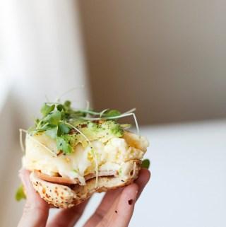 Macro Friendly Egg and Havarti Bagel www.lillieeatsandtells.com