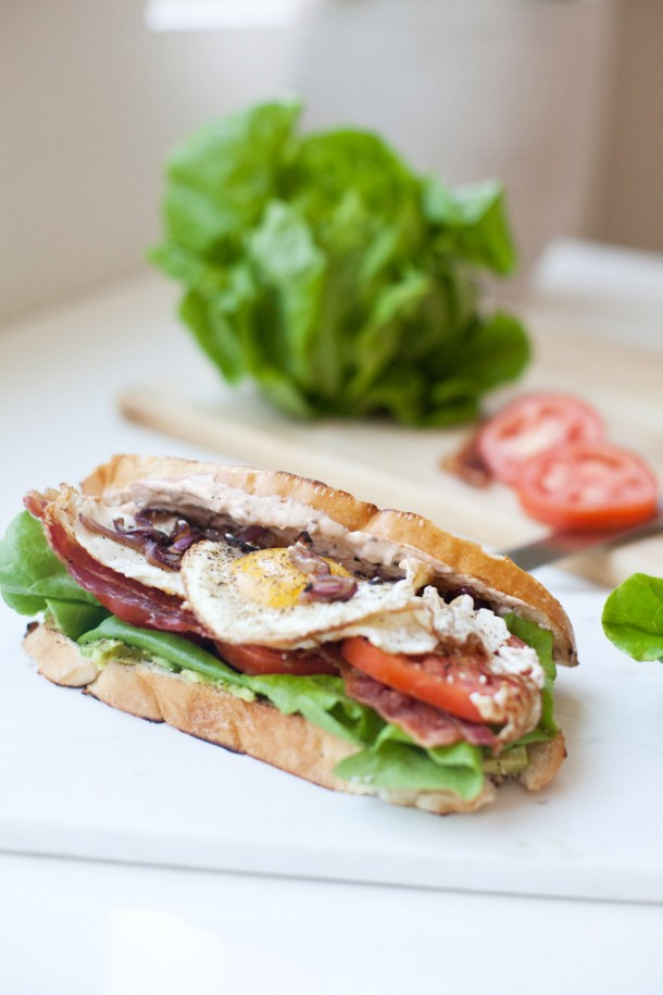 Macro Friendly BLT with a fried egg www.lillieeatsandtells.com