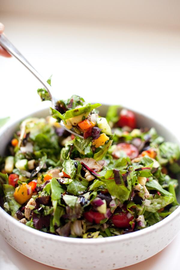 My Favorite Veggie and Peach Chopped Salad www.lillieeatsandtells.com #macrofriendly #macrofriendlyrecipes #healthyrecipes #choppedsalads #weightwatchersrecipes