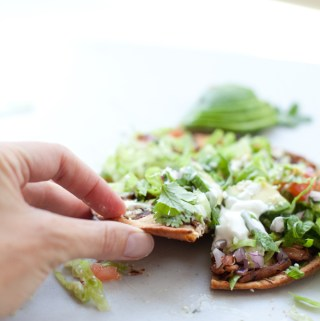 Low Carb Carnitas Tostada Pizzas www.lillieeatsandtells.com#macrofriendly #macrofriendlyrecipes #iifym #weightwatchersrecipes #cookinglight