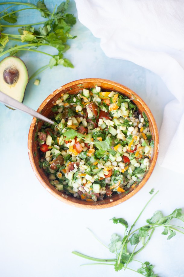 This fresh and easy corn salsa comes together quickly! www.lillieeatsandtells.com