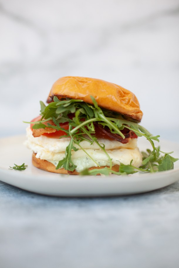 Tuscan egg white sandwich with skinny basil garlic aioli www.lillieeatsandtells.com