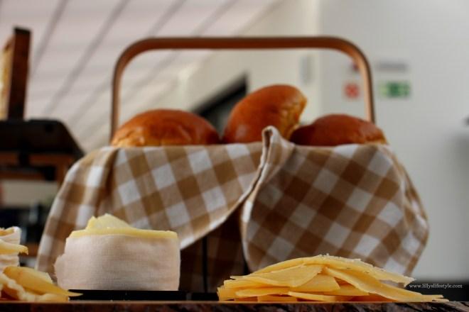 brunch pane e formaggio