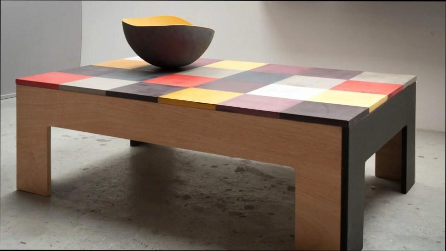 Table basse en béton ciré coloré