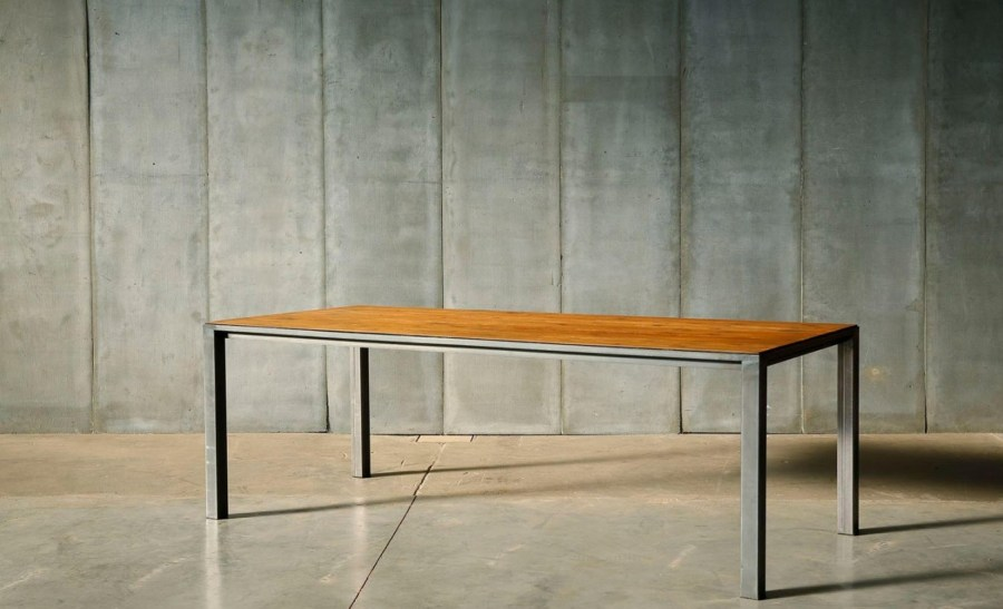 Table industrielle traditionnelle en bois et métal