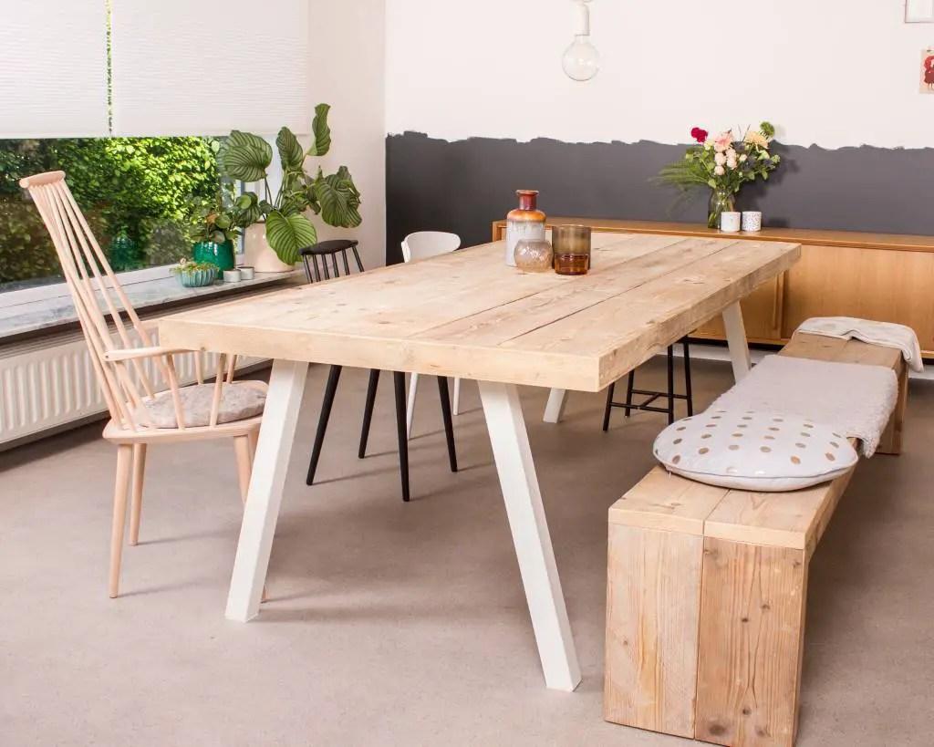 Une table en bois scandinave : tradition nordique