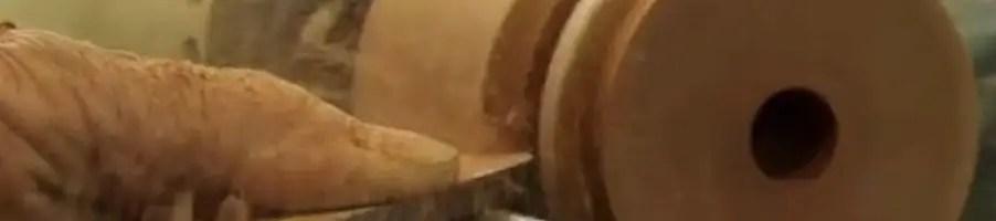 tournage sur bois par un artisan