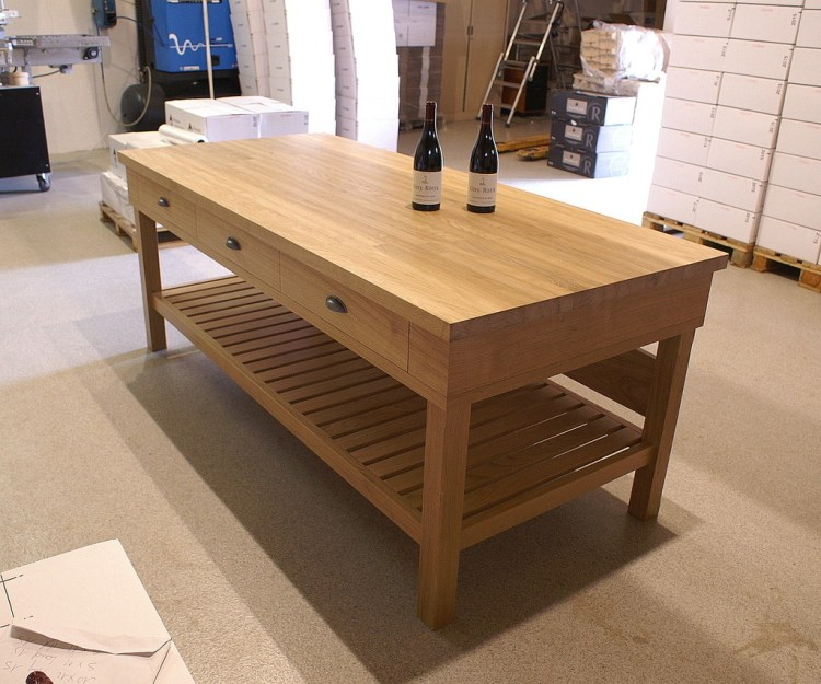 table de degustation en bois
