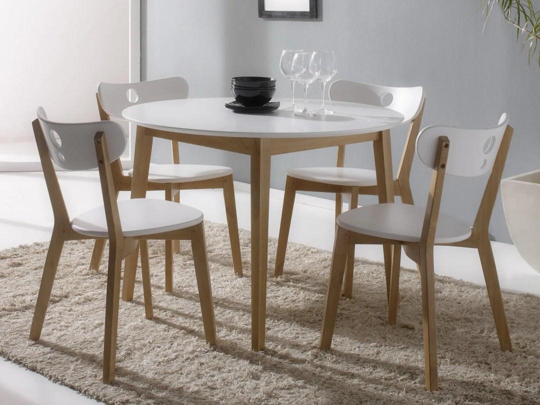 Une table ronde lumineuse et aux dimensions respectables