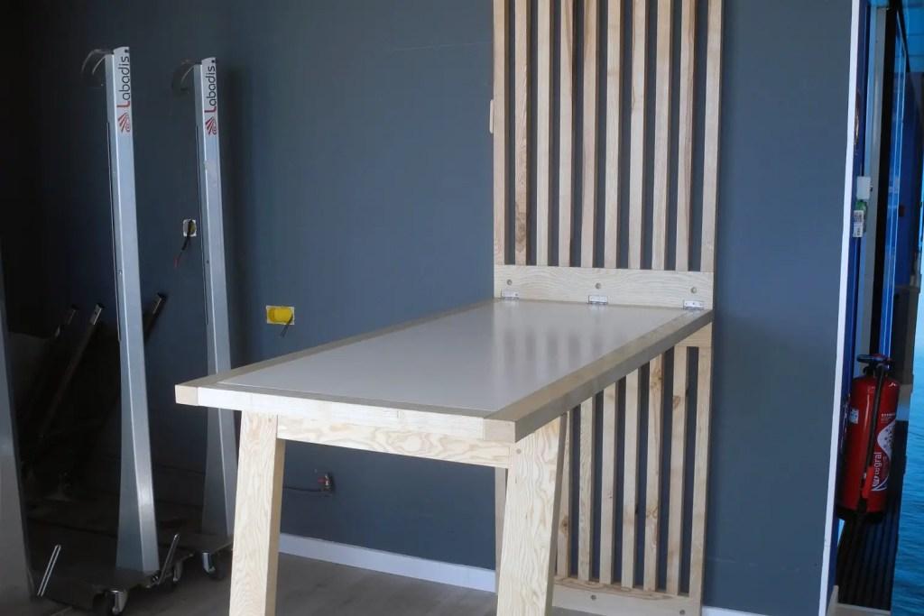 table basculante de l'agencement de magasin Decathlon