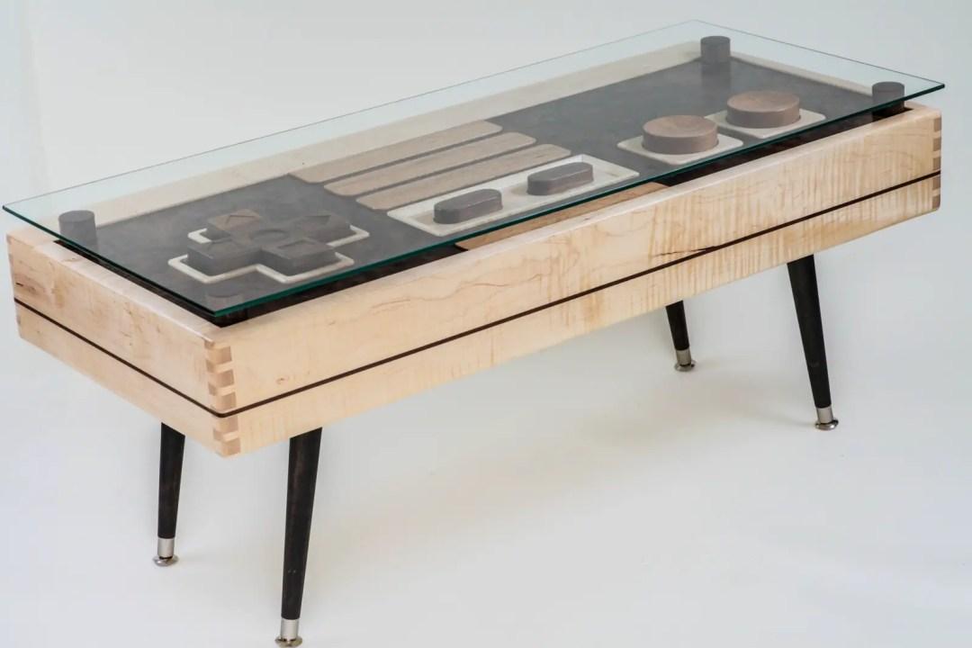 table console en acajou, noyer et érable