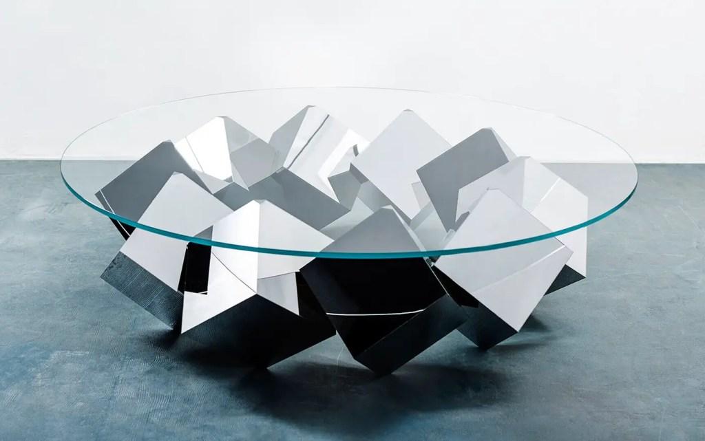 Pied de table design avec cubes