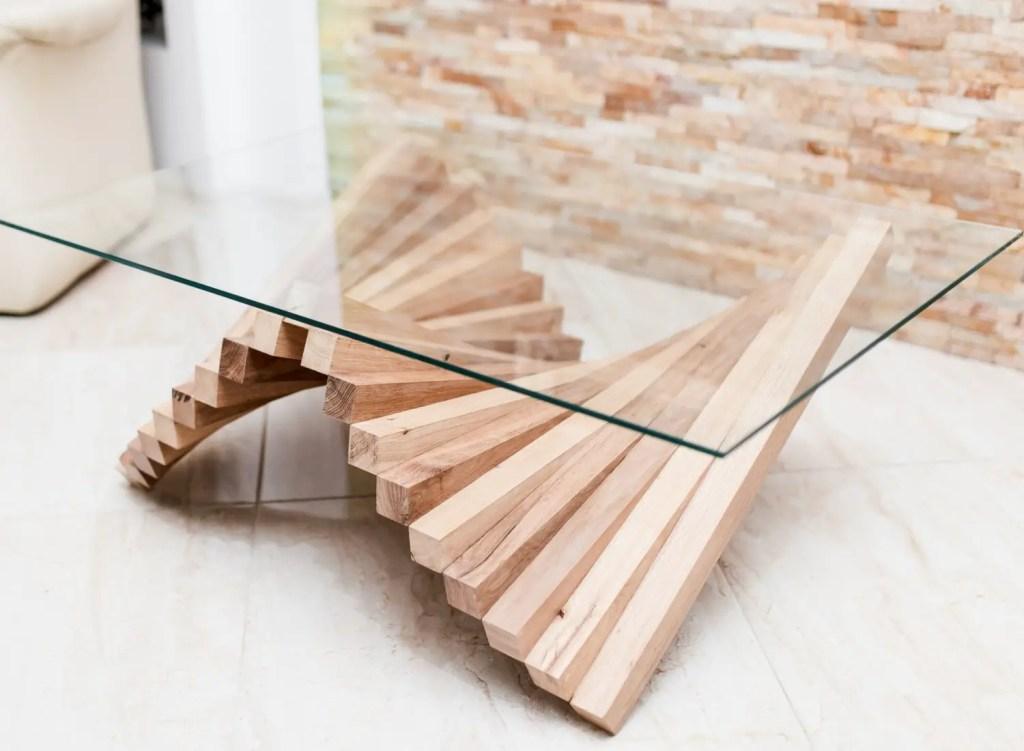 pied de table design en forme de vague