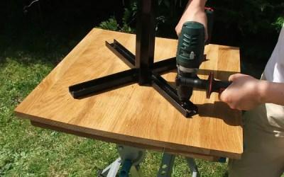 Comment fixer les pieds d'une table ?