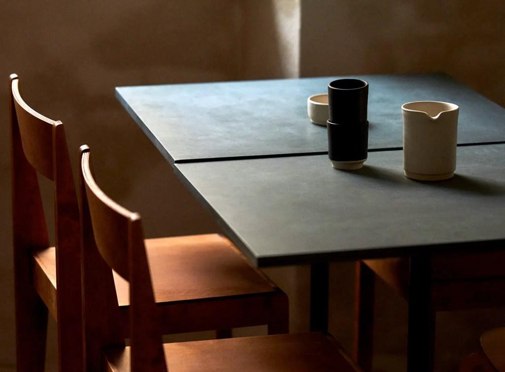 table carrée en béton