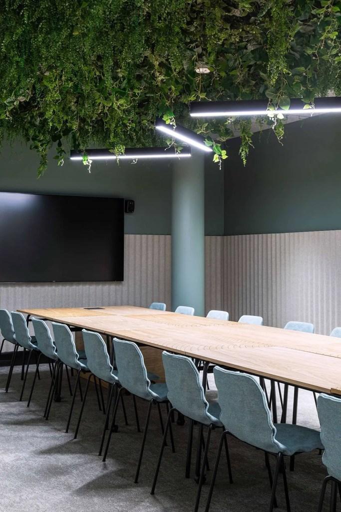 table de réunion en bois hyper-longue