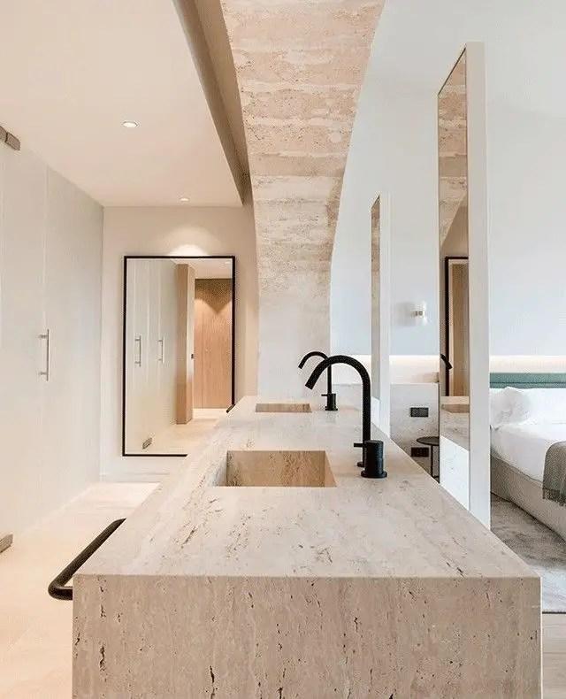 magnifique hôtel avec salle de bain ouverte sur la chambre très minimaliste