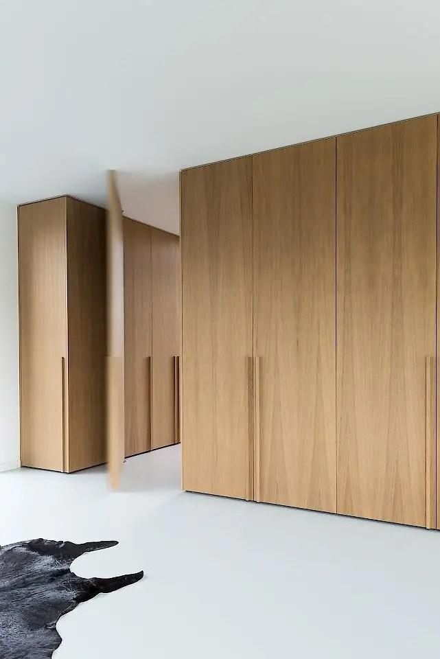 grands rangements en bois minimalistes
