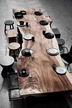 table à manger en bois massif protégée par de l'huile de lin térébenthine