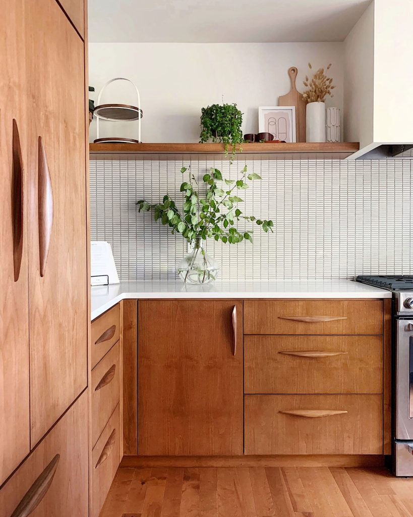 cuisine d'artisan ébéniste en bois et blanc