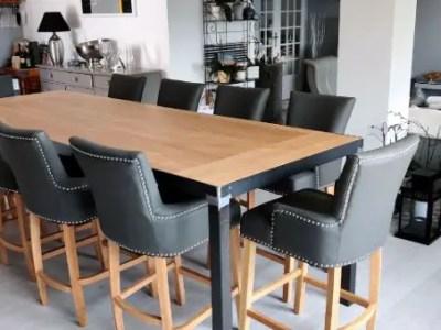 table à manger en bois, pied noir et chaise haute