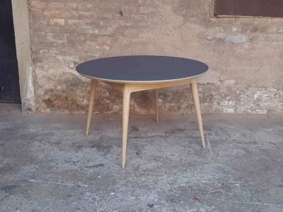 Table ronde scandinave noire