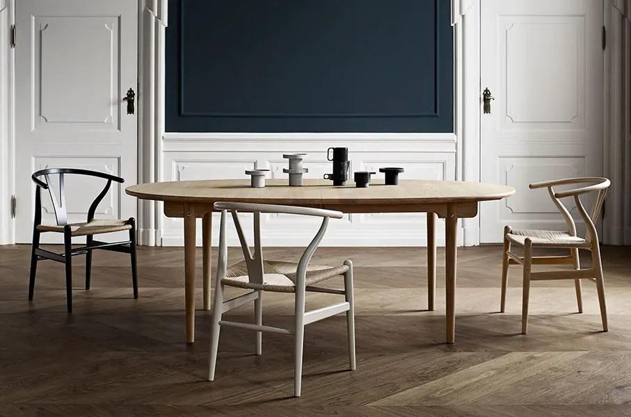 table scandinave design en bois avec chaises