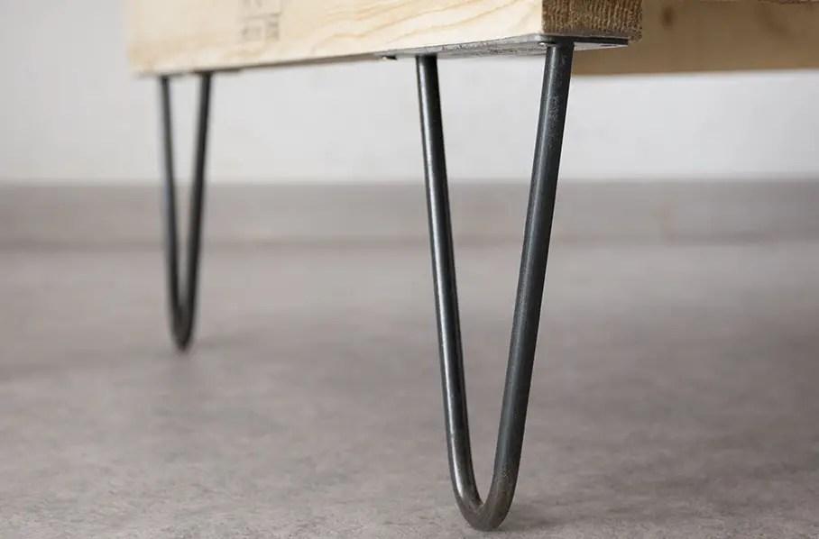 gros plan sur un pied de table épingle pour table basse