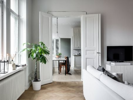 Porte double blanche en bois
