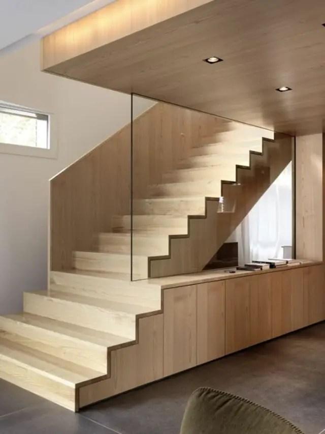 lexique menuisier : contremarche d'un escalier en bois