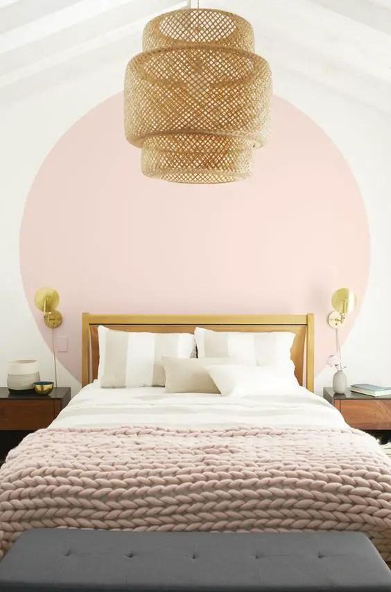 chambre cosy avec plaid tressé et motif cercle