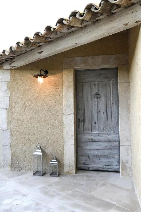 porte d'entrée en bois simple